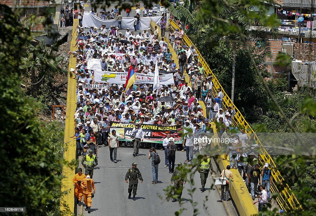 Colombian coffee farmers march in protest during the first day of a national coffee producers' strike in Irra, Risaralda department, Colombia on February 25, 2013. Thousands of coffee farmers rallied and marched Monday in several towns of Colombia in protest against the economic difficulties of the sector which in recent years has seen falling prices and production, their leaders reported. AFP PHOTO/J.J Bonilla