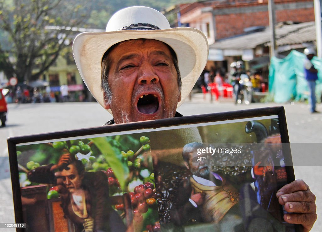 Colombian coffee farmers protests during the first day of a national coffee producers' strike in Irra, Risaralda department, Colombia on February 25, 2013. Thousands of coffee farmers rallied and marched Monday in several towns of Colombia in protest against the economic difficulties of the sector which in recent years has seen falling prices and production, their leaders reported. AFP PHOTO/J.J Bonilla