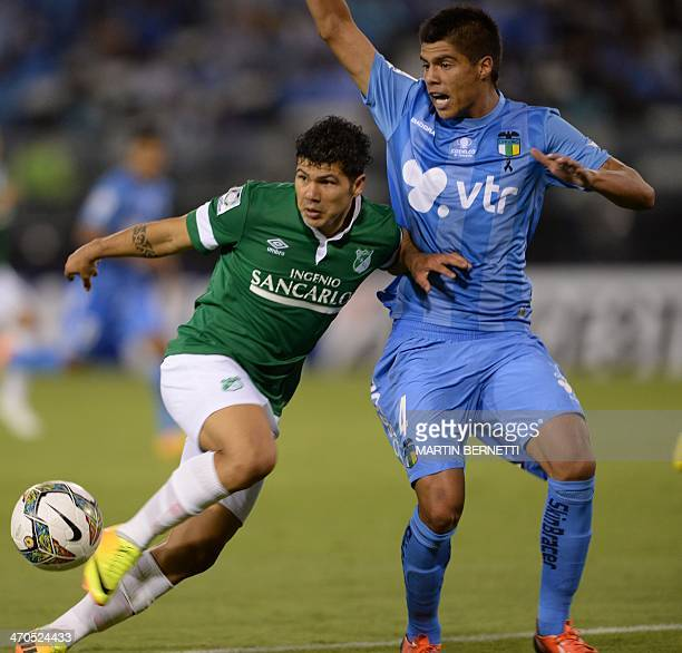 Colombian Deportivo Cali's Robin Ramirez vies for the ball with Chilean O'Higgins' Benjamin Vidal during their Libertadores Cup football match at the...