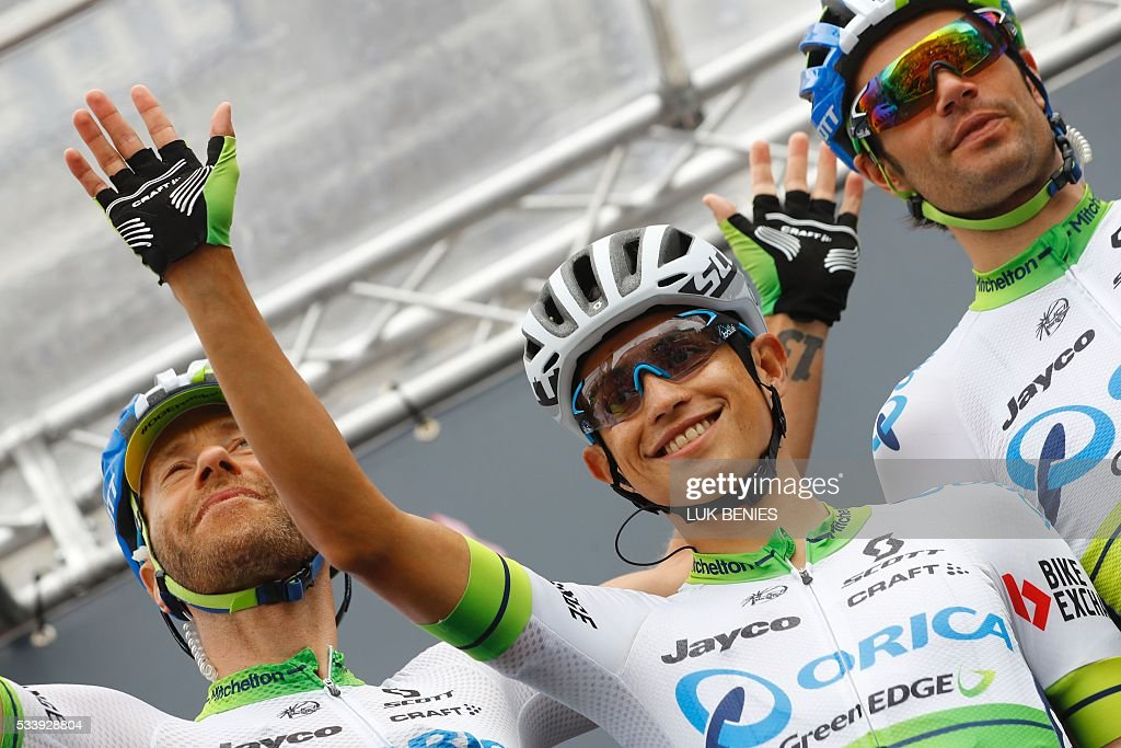 Colombian Esteban Chaves of team Orica waves to fans before the start of the 16th stage of the 99th Giro d'Italia, Tour of Italy, from Bressanone / Brixen to Andalo on May 24, 2016. / AFP / VINCENZO