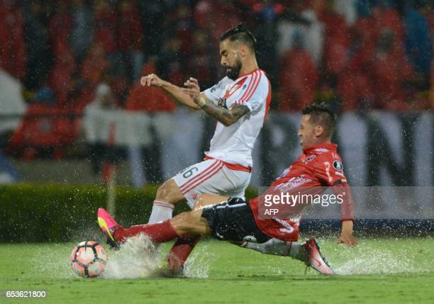 Colombian Independiente Medellin's Jhon Hernandez vies for the ball with Argentine River Plate's Ariel Rojas during their Copa Libertadores 2017...