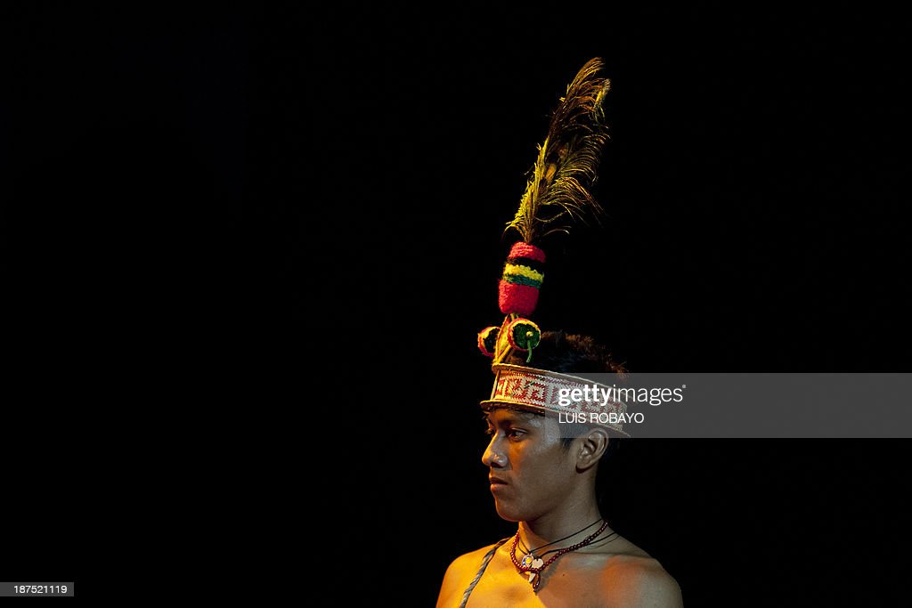 Colombian indigenous Wayuu ethnic, members of the Wayuu Cultural Group, look ??the Yonna -- dance typical of their culture -- on November 9, 2013, in Cali, department of Valle del Cauca, Colombia, during the 1st International Dance Biennial of Cali. 600 dancers from dance companies from Mexico, Cuba, United States, Argentina, Korea, Israel, Canada and China, and 18 local companies will perform different genres of dance from November 5 to 11 in Cali. AFP PHOTO / Luis ROBAYO