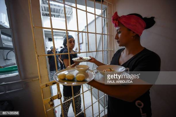 Colombian inmates work at the Interno restaurant in the San Diego jail in Cartagena Colombia on August 24 2017 The Interno is the first restaurant in...