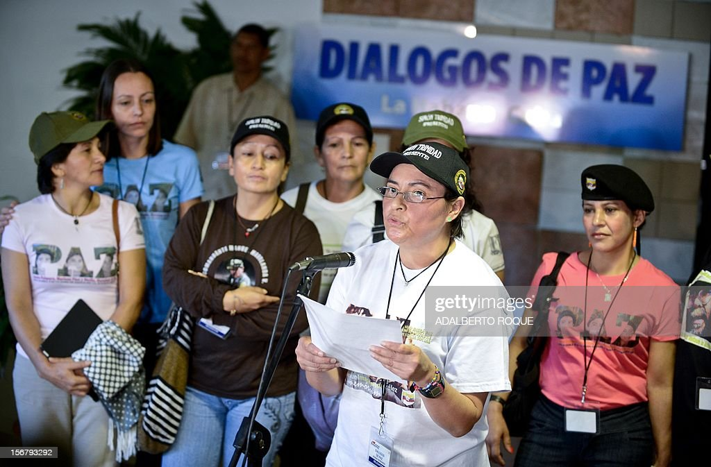 Colombian member of the FARC-EP leftist guerrilla delegation Vivian Hernandez (front) reads a statement at the beginning of the peace talks with the Colombian government at Convention Palace in Havana to on November 21, 2012. Peace talks between the Colombian government and leftist FARC rebels are progressing at a 'good pace,' a guerrilla delegate said on the second day of closed-door talks Tuesday in Cuba. AFP PHOTO/ADALBERTO ROQUE