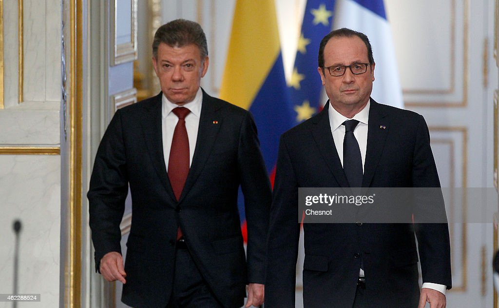 Colombian President <a gi-track='captionPersonalityLinkClicked' href=/galleries/search?phrase=Juan+Manuel+Santos&family=editorial&specificpeople=974752 ng-click='$event.stopPropagation()'>Juan Manuel Santos</a> (L) and French President Francois Hollande arrive for a joint press conference at the Elysee Presidential Palace on January 26, 2015 in Paris, France. Agricultural cooperation, education, environment, trade and tourism, security and peace are the main themes of the official visit of the President of Colombia.