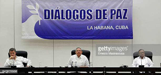 Colombian President Juan Manuel Santos Cuban President Raul Castro and FARC's leader Timoleon Jimenez 'Timonchenko' attend a ceremony to sign a...