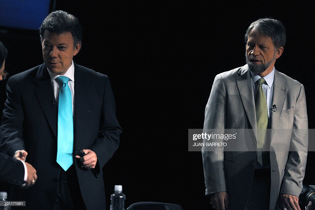 Colombian presidential candidate for the Green Party, Antanas Mockus (R), stands next to the presidential candidate for the ruling National Unity party, Juan Manuel Santos, before a TV debate in Bogota on May 27, 2010. Colombia will hold presidential elections next May 30, and according to polls, a run-off election between Mockus and Santos, will take place on June 20. AFP PHOTO/Juan BARRETO