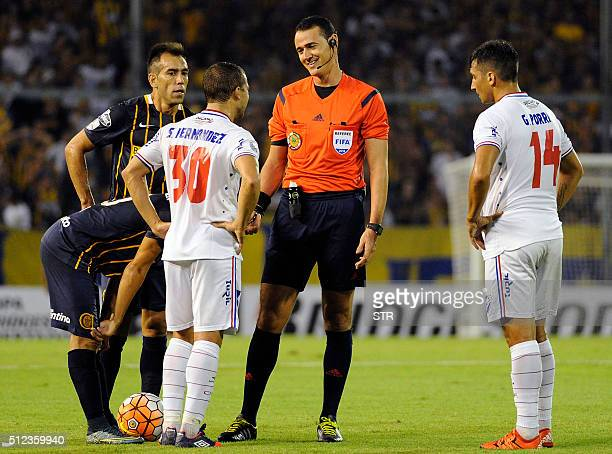 Colombian referee Wilmar Roldan during the Copa Libertadores 2016 football match between Argentina's Rosario Central and Uruguay's Nacional at the...