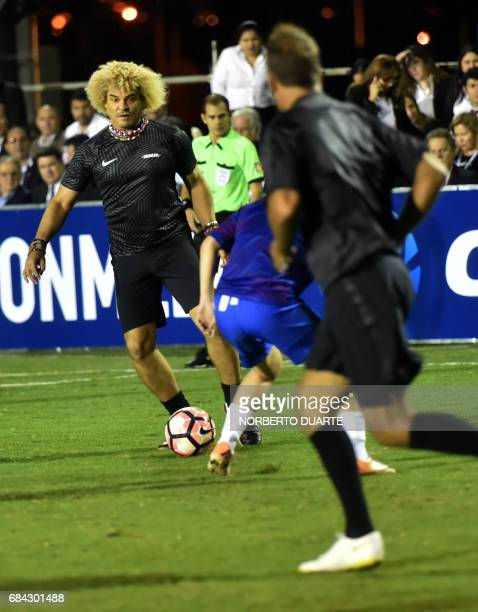 Colombiano former footballer Carlos Valderrama controls the ball during a friendly football match in Luque Paraguay on May 17 2017 in the framework...