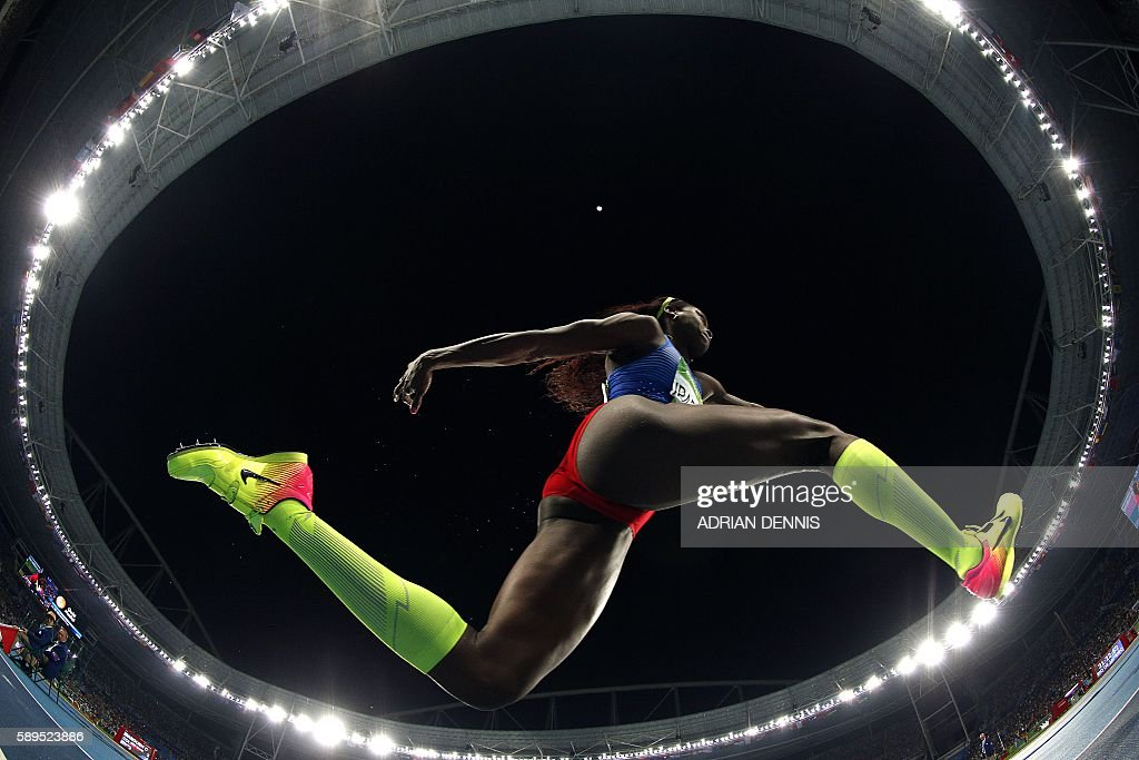 Colombia's Caterine Ibarguen competes in the Women's Triple Jump Final during the athletics event at the Rio 2016 Olympic Games at the Olympic Stadium in Rio de Janeiro on August 14, 2016. / AFP / Adrian DENNIS