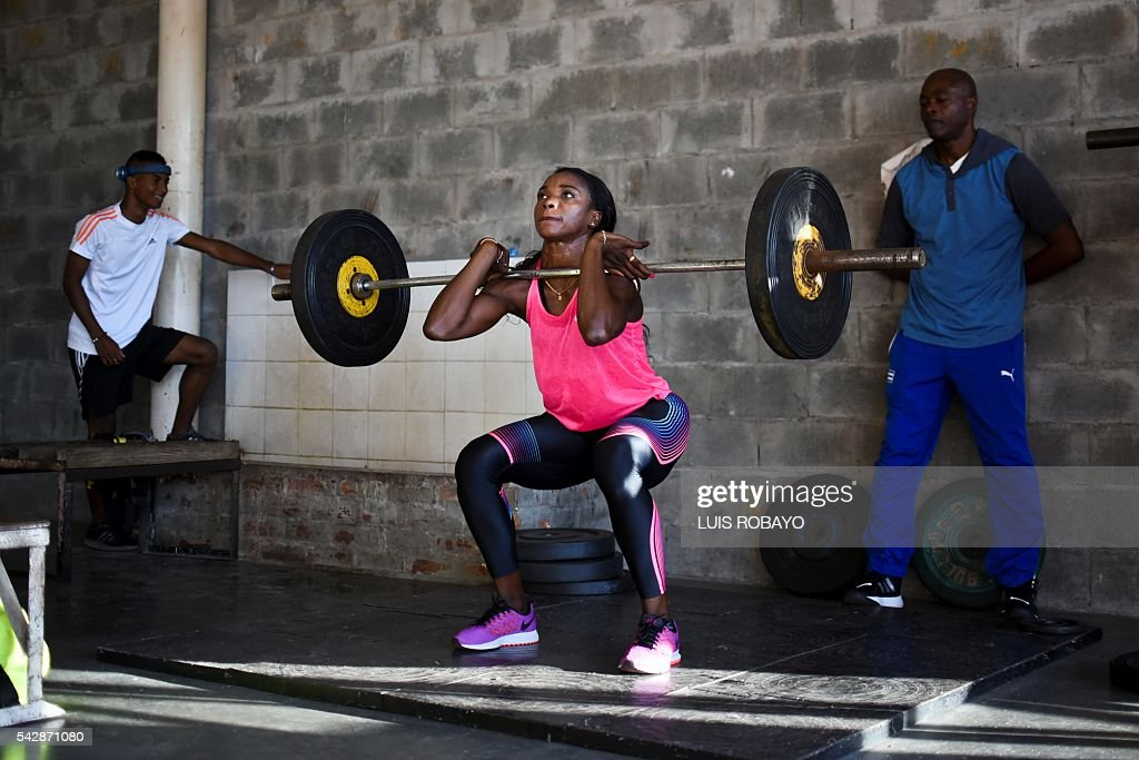 Colombia's Caterine Ibarguen exercises in weight lifting during a training session prior to the International Athletics Grand Prix at Athletics Stadium Pedro Grajales in Cali, Colombia, on June 24, 2016. / AFP / LUIS