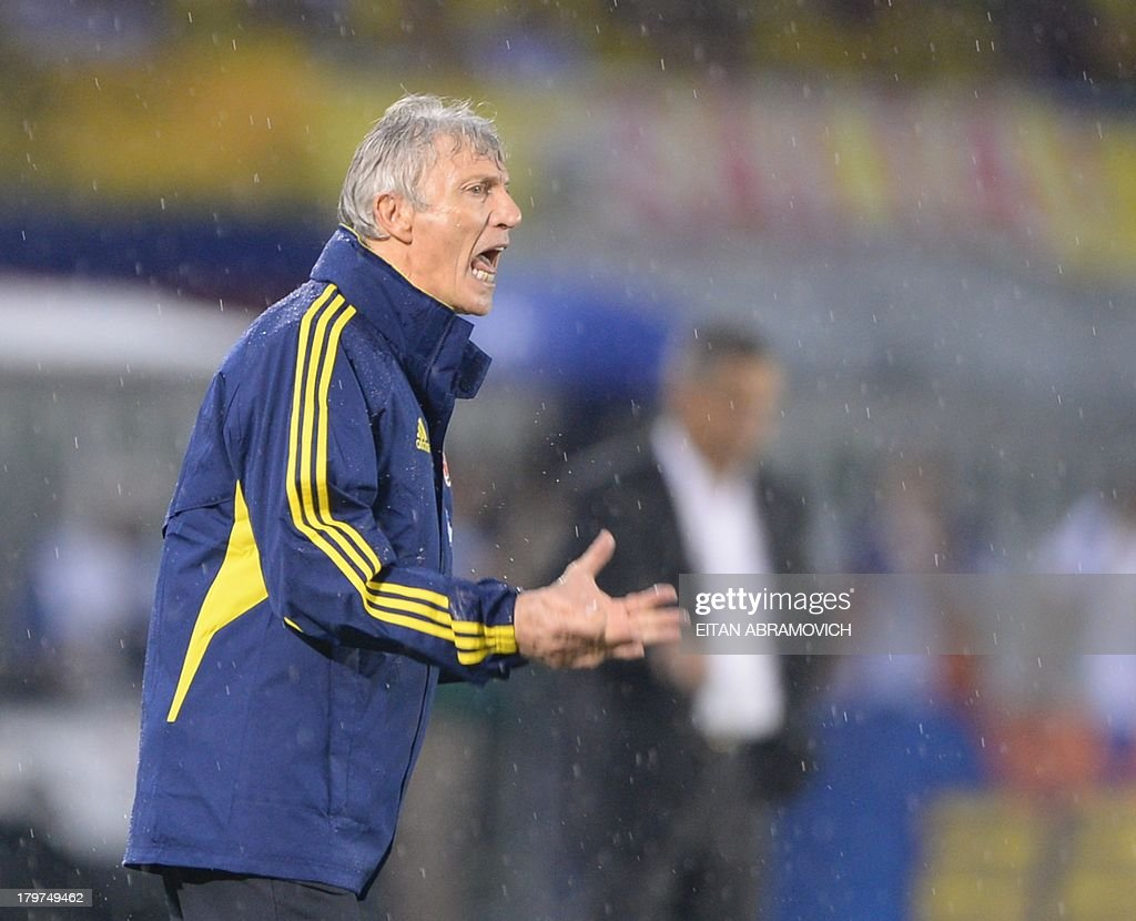 Colombia's coach, Argentine Jose Pekerman, gives instructions to the players during their Brazil 2014 FIFA World Cup South American qualifier match against Ecuador, in Barranquilla, Colombia, on September 6, 2013.