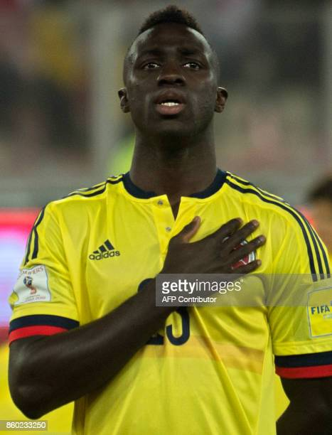 Colombia's Davinson Sanchez poses before the 2018 World Cup qualifier football match against Peru in Lima on October 10 2017 / AFP PHOTO / ERNESTO...
