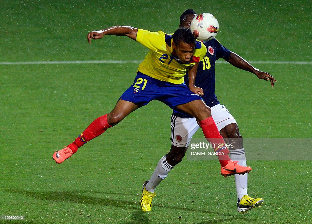 Colombia's defender Helibelton Palacios (rear) vies for the ball with Ecuadorean forward Ely Esterilla during their South American U-20 final round football match at Malvinas Argentinas stadium in Mendoza, Argentina, on January 20, 2013. Four teams will qualify for the FIFA U-20 World Cup Turkey 2013.