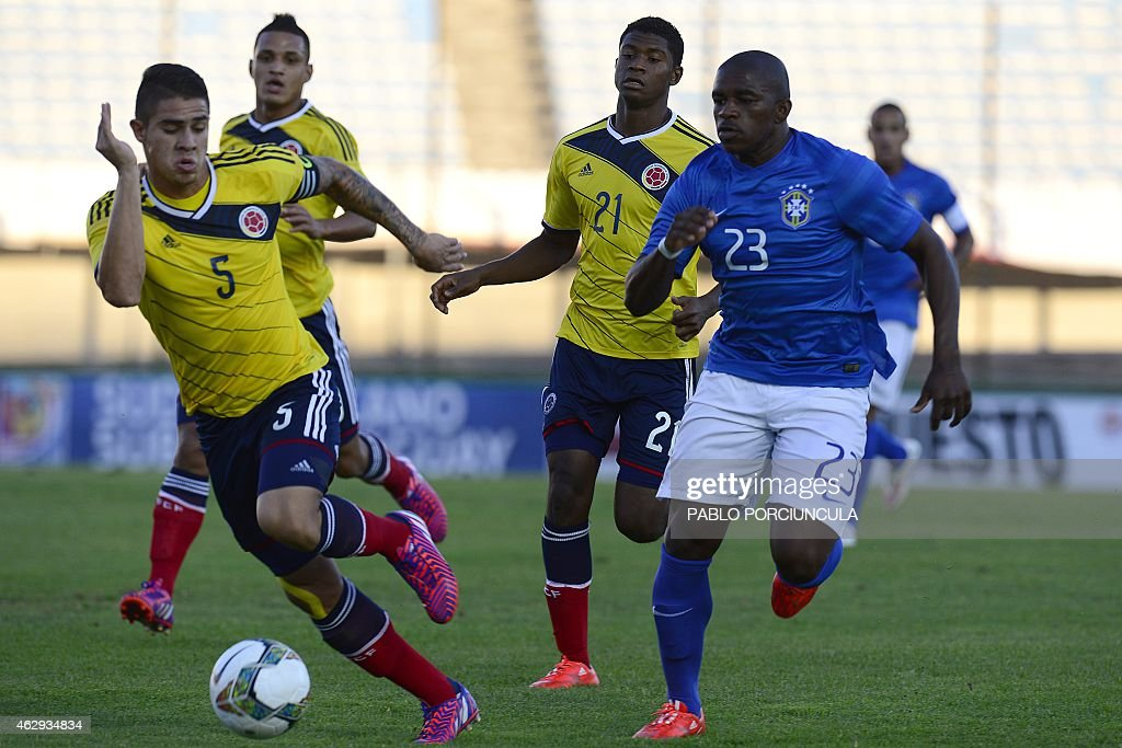 Colombia's defender Juan Quintero and Brazil's forward Yuri Mamute vie for the ball during the South American U20 football match at the Centenario...