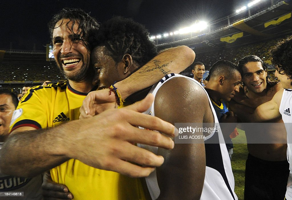 Colombia's defender Mario Yepes (L) and midfielder Carlos Sanchez celebrate after qualifying for the Brazil 2014 FIFA World Cup after a 3-3 tie with Chile in a South American qualifier match, in Barranquilla, Colombia, on October 11, 2013. AFP PHOTO / LUIS ACOSTA