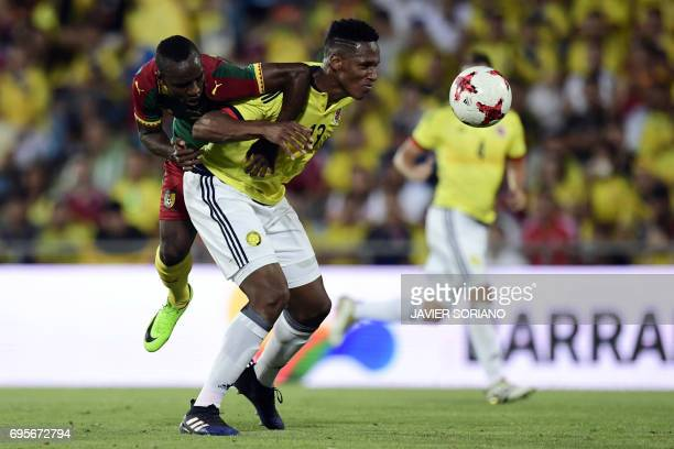 Colombia's defender Yerri Mina vies with Cameroon's forward Moumi Ngamaleu during the friendly football match Cameroon vs Colombia at the Col Alfonso...