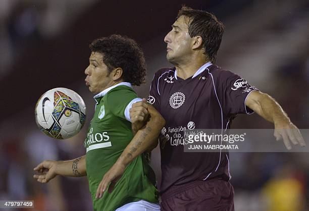 Colombia's Deportivo Cali forward Robin Ramirez vies for the ball with Argentina's Lanus defender Carlos Izquierdoz during their Libertadores Cup...