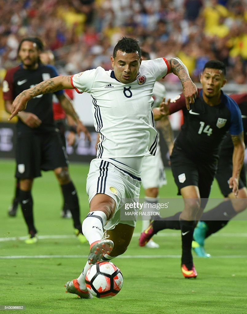 Colombia's Edwin Cardona kicks the ball during the Copa America Centenario third place football match against the USA in Glendale, Arizona, United States, on June 25, 2016. / AFP / Mark RALSTON