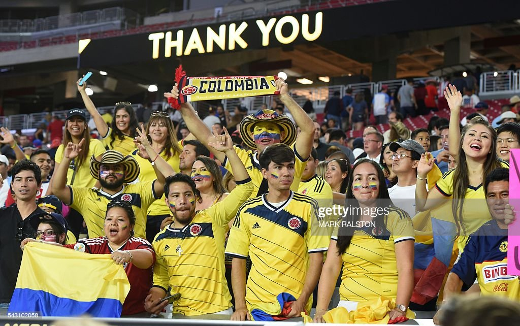 Colombia's fans celebrate in the end of the Copa America Centenario third place football match against the USA in Glendale, Arizona, United States, on June 25, 2016. Colombia won by 1-0. / AFP / Mark RALSTON