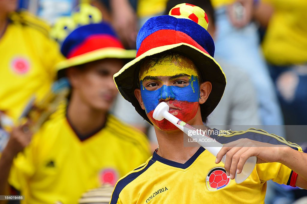 Colombia's football fans wait for the match against Paraguay during their Brazil 2014 World Cup South American qualifier match played at the Metropolitano Stadium in Barranquilla, Colombia on October 12, 2012. AFP PHOTO/Luis ACOSTA