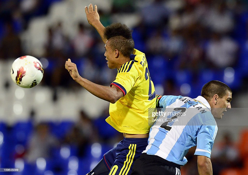 Colombia's forward Brayan Perea (L) vies for the ball with Argentina's defender Lisandro Magallan during their South American U-20 Group A football match at Malvinas Argentinas stadium in Mendoza, Argentina, on January 17, 2013. Four teams will qualify for the Turkey 2013 FIFA U-20 World Cup.