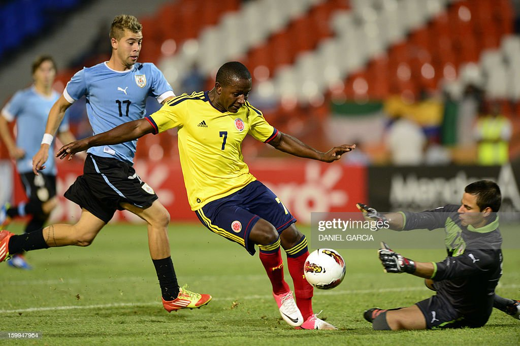 Colombia's forward Mauricio Cuero vies for the ball with Uruguay's goalkeeper Guillermo De Amores during their South American U-20 final round football match at Malvinas Argentinas stadium in Mendoza, Argentina, on January 23, 2013. Four South American teams will qualify for the FIFA U-20 World Cup Turkey 2013.
