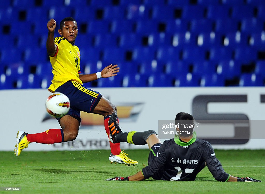 Colombia's forward Miguel Borja vies for the ball with Uruguay's goalkeeper Guillermo De Amores during their South American U-20 final round football match at Malvinas Argentinas stadium in Mendoza, Argentina, on January 23, 2013. Four teams will qualify for the FIFA U-20 World Cup Turkey 2013.