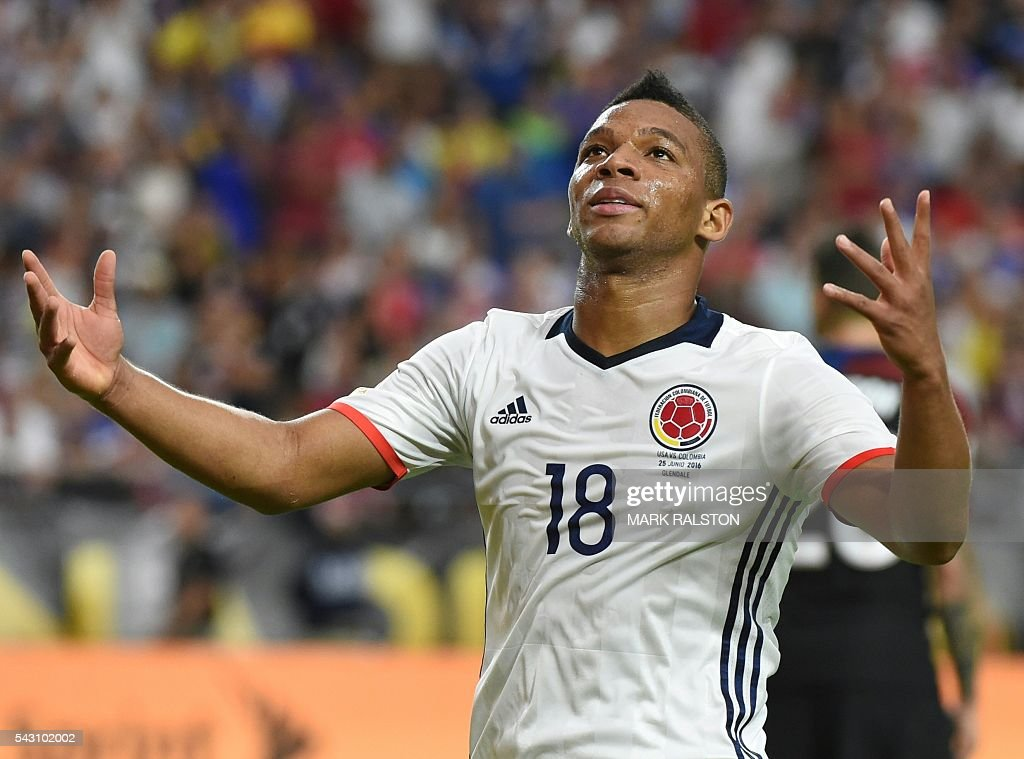 Colombia's Frank Fabra gestures during the Copa America Centenario third place football match against the USA in Glendale, Arizona, United States, on June 25, 2016. / AFP / Mark RALSTON