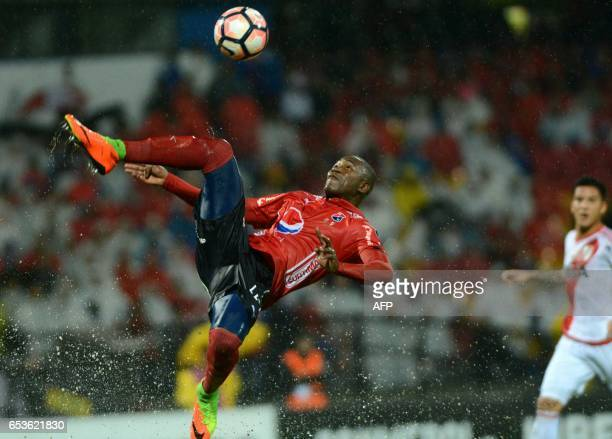Colombia's Independiente Andres Mosquera kicks the ball during their Copa Libertadores 2017 football match against Argentina's River Plate at the...