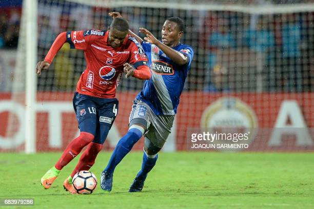 Colombia's Independiente Medellin defender Andres Mosquera vies for the ball with Ecuador's Emelec forward Bryan Angulo during their 2017 Copa...