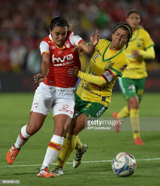 Colombia's Independiente Santa Fe player Melissa Herrera vies for the ball with Atletico Huila player Carolina Pineda during their Women's Football...