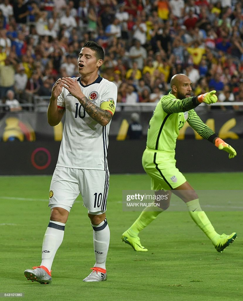 Colombia's James Rodriguez (L) gestures next to USA's goalkeeper Tim Howard during the Copa America Centenario third place football match in Glendale, Arizona, United States, on June 25, 2016. / AFP / Mark RALSTON