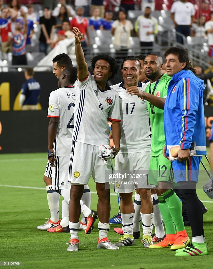 Colombia's Juan Cuadrado gestures next to teammates after winning the Copa America Centenario third place football match against the USA in Glendale, Arizona, United States, on June 25, 2016. / AFP / Mark RALSTON