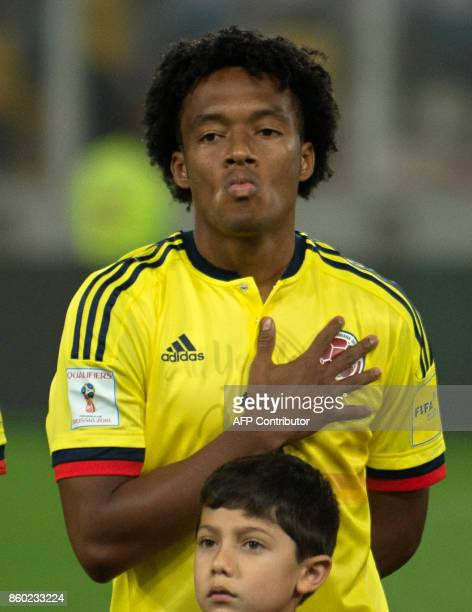 Colombia's Juan Cuadrado poses before the 2018 World Cup qualifier football match against Peru in Lima on October 10 2017 / AFP PHOTO / Ernesto...