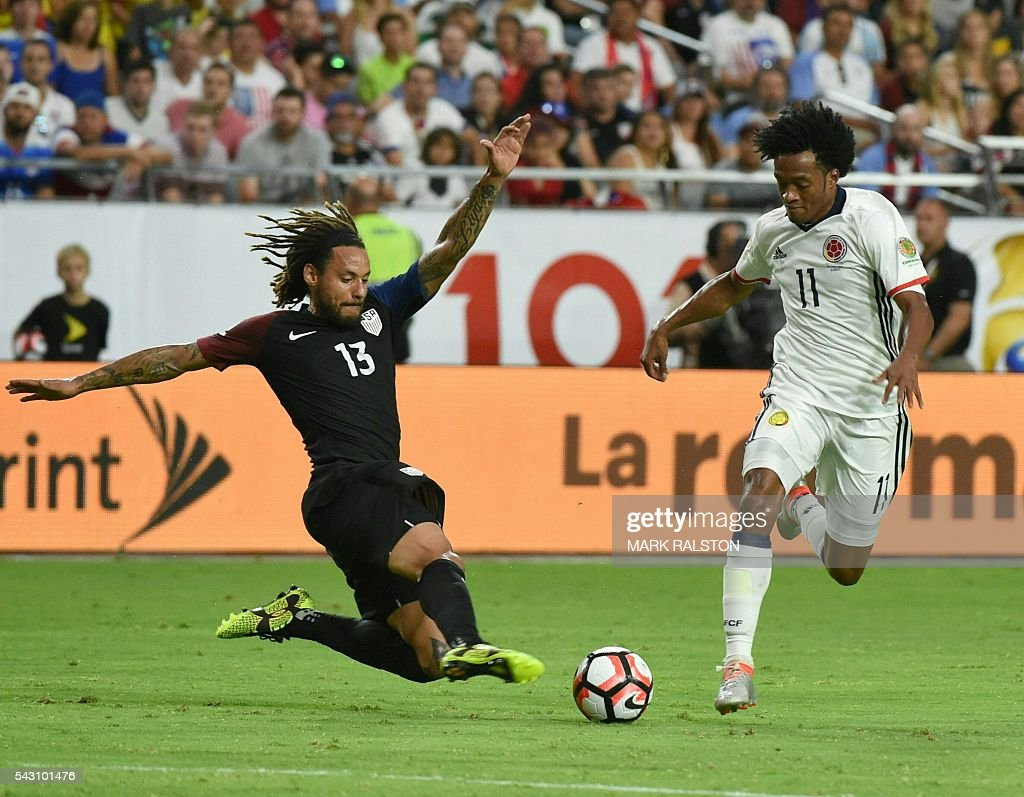 Colombia's Juan Cuadrado (R) vies for the ball with USA's Jermaine Jones during the Copa America Centenario third place football match in Glendale, Arizona, United States, on June 25, 2016. / AFP / Mark RALSTON