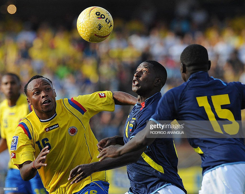 Colombia´s Juan Zuniga L vies for the
