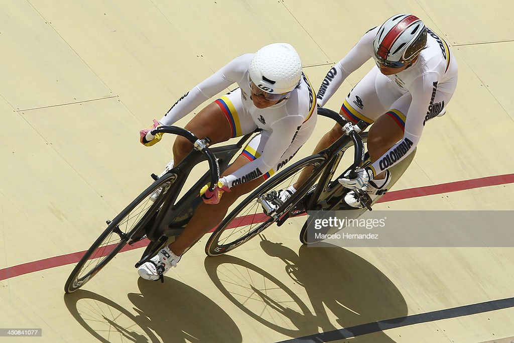 Colombia's Juliana Gaviria (L) and Diana Garcia compete during the ciclyng event as part of the XVII Bolivarian Games Trujillo 2013 at Colegio San Agustin Velodrome on November 20, 2013 in Chiclayo, Peru.