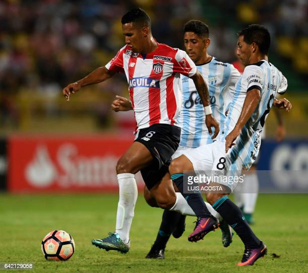 Colombia's Junior player James Sanchez vies for the ball with Argentina's Atletico Tucuman player Guillermo Gaston Acosta during their Copa...