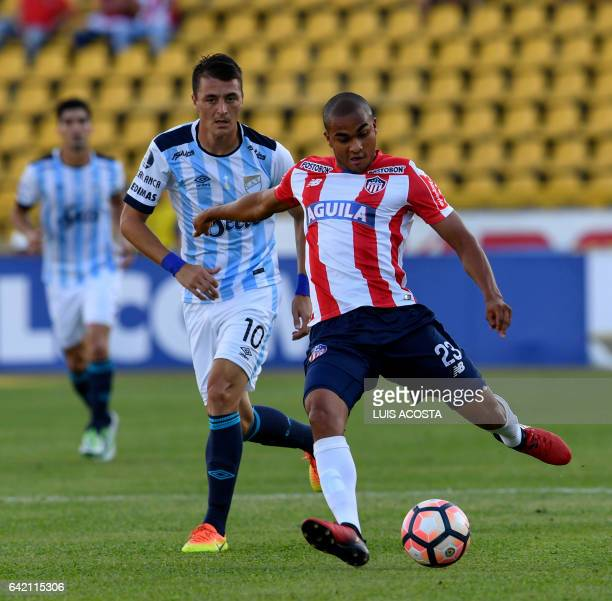 Colombia's Junior player Lewis Alexander Ochoa vies for the ball with Argentina's Atletico Tucuman player Leandro Gonzalez during their Copa...