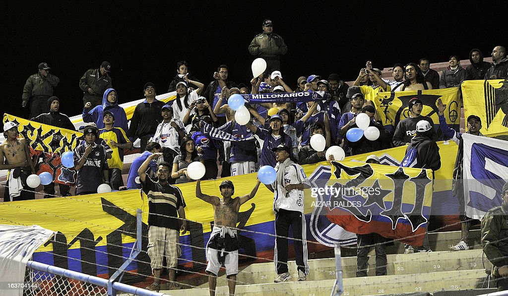 Colombia´s Millonarios fans cheer for their team during their 2013 Copa Libertadores football match against Bolivia´s San Jose at the Jesus Bermudez stadium in Oruro, Bolivia on March 14, 2013.AFP PHOTO/Aizar Raldes