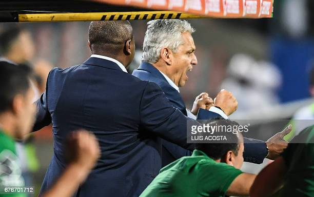 Colombia's Nacional coach Reinaldo Rueda Rivera celebrates Mateus Uribe's goal against Argentina's Estudiantes de la Plata during their Copa...