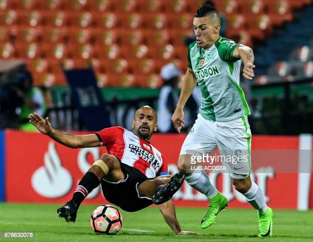 Colombia's Nacional Mateus Uribe vies for the ball with Argentina's Estudiantes Juan Sebastián Verón during their Copa Libertadores 2017 football...