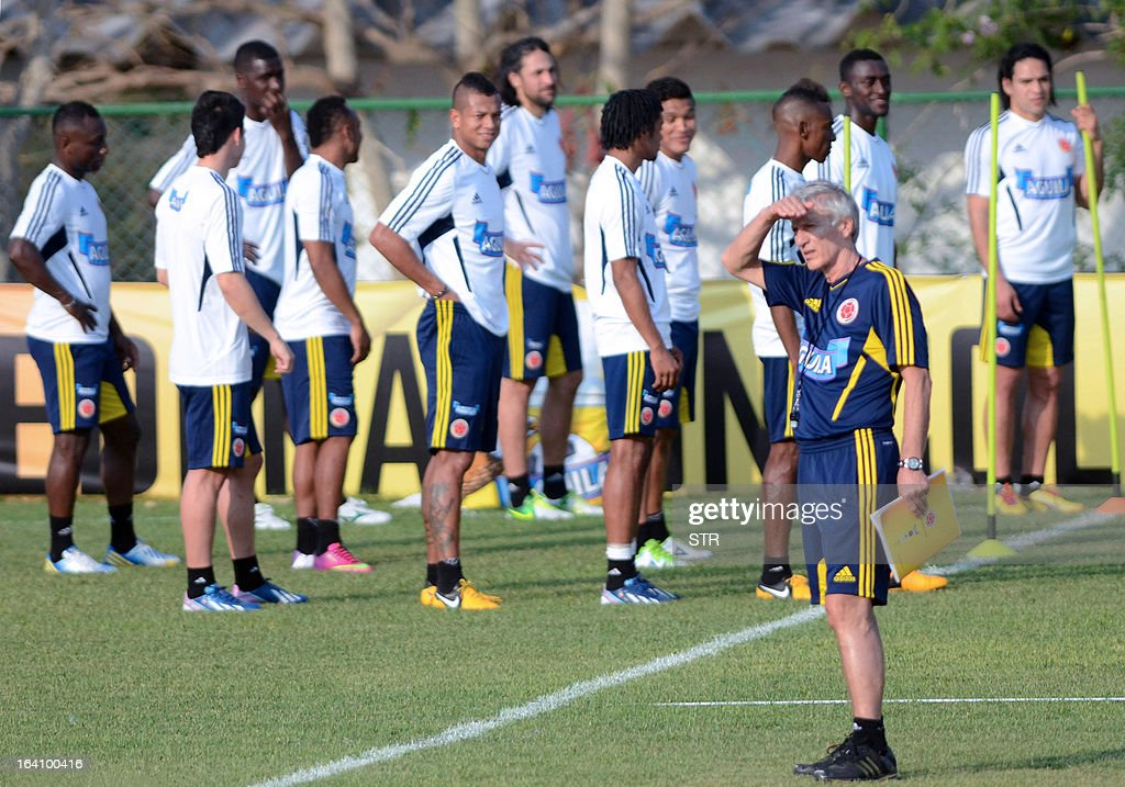 Colombia's national football team coach, Argentinian Jose Pekerman (R), conducts a training session in Barranquilla, Colombia on March 19, 2013. Colombia will face Bolivia on March 22 and Venezuela on March 26 in FIFA World Cup Brazil 2014 South American qualifier matches.