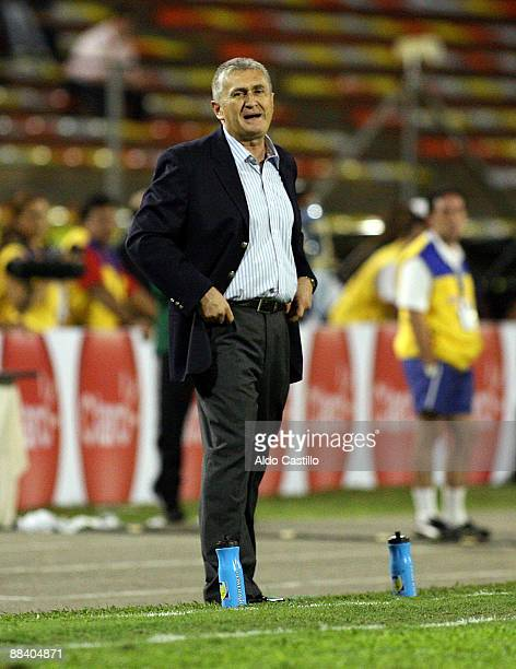 Colombia's national football team coach Eduardo Lara gives instructions to his players during a FIFA World Cup South Africa 2010 qualifier against...