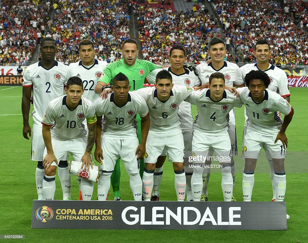 Colombia's players pose before the Copa America Centenario third place football match against the USA in Glendale, Arizona, United States, on June 25, 2016. / AFP / Mark RALSTON