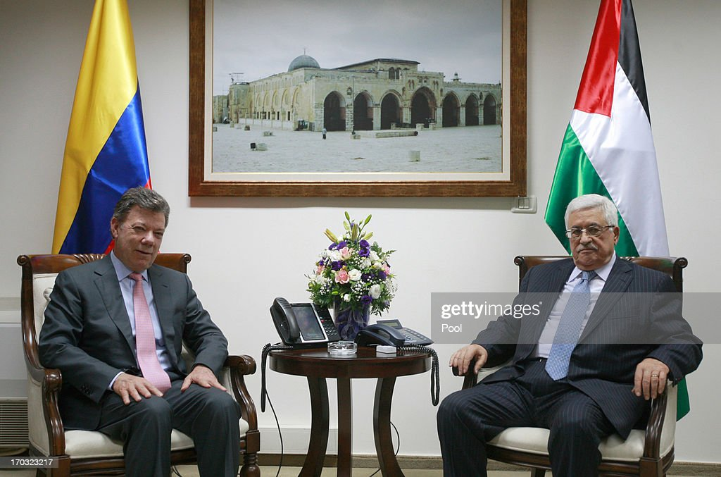 Colombia's President <a gi-track='captionPersonalityLinkClicked' href=/galleries/search?phrase=Juan+Manuel+Santos&family=editorial&specificpeople=974752 ng-click='$event.stopPropagation()'>Juan Manuel Santos</a> (L) meets with Palestinian President <a gi-track='captionPersonalityLinkClicked' href=/galleries/search?phrase=Mahmoud+Abbas&family=editorial&specificpeople=176534 ng-click='$event.stopPropagation()'>Mahmoud Abbas</a> on June 11, 2013 in Ramallah, West Bank. President of Colombia, <a gi-track='captionPersonalityLinkClicked' href=/galleries/search?phrase=Juan+Manuel+Santos&family=editorial&specificpeople=974752 ng-click='$event.stopPropagation()'>Juan Manuel Santos</a> is on an official visit to the region.