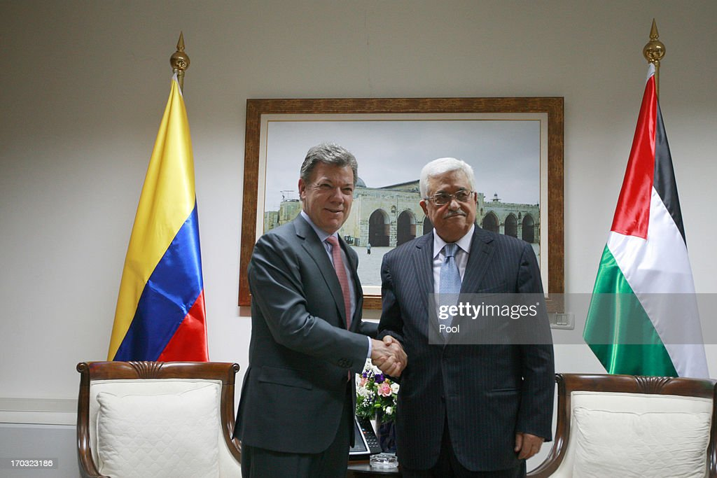 Colombia's President <a gi-track='captionPersonalityLinkClicked' href=/galleries/search?phrase=Juan+Manuel+Santos&family=editorial&specificpeople=974752 ng-click='$event.stopPropagation()'>Juan Manuel Santos</a> (L) poses with Palestinian President Mahmoud Abbas during their meeting on June 11, 2013 in Ramallah, West Bank. President of Colombia, <a gi-track='captionPersonalityLinkClicked' href=/galleries/search?phrase=Juan+Manuel+Santos&family=editorial&specificpeople=974752 ng-click='$event.stopPropagation()'>Juan Manuel Santos</a> is on an official visit to the region.
