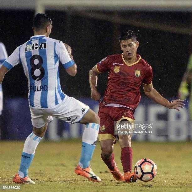 Colombia´s Rionegro Aguilas player Juan Giraldo vies for the ball with Argentina´s Racing player Diego Gonzalez during their 2017 Copa Sudamericana...