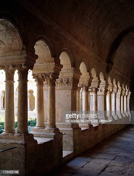 Colonnade of the Romanesque cloister of the Cistercian abbey of Senanque Vaucluse ProvenceAlpesCote d'Azur Francia